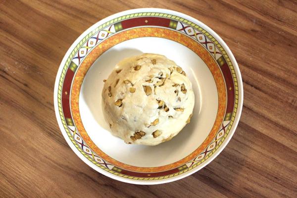 Pan de nueces con mantequilla: primera fermentación