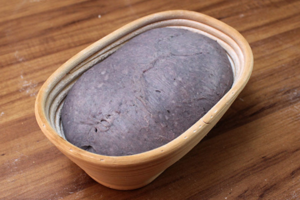 Pan de camote morado - Después de la fermentación en banneton