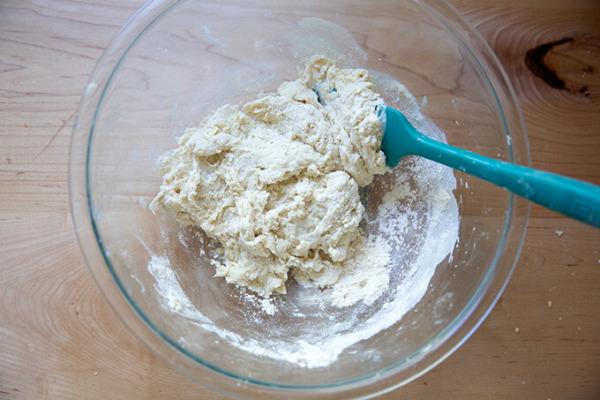 La masa de tortilla de masa madre en un bol.