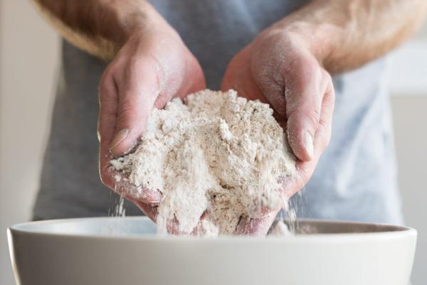 1618045883 La mejor forma de almacenar harina