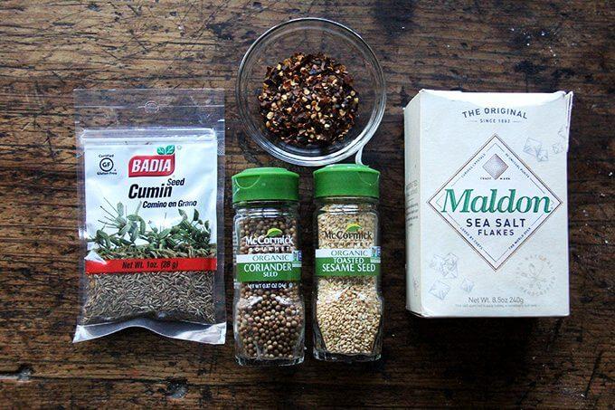 Ingredientes para hacer dukkah sin nueces.