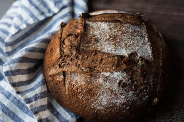 corteza de nuez de trigo integral recién molida