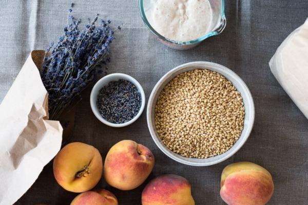 Lavanda, melocotones y grano de sonora blanco