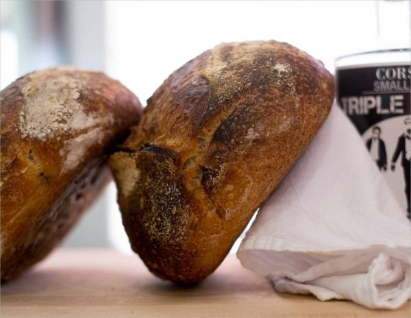 Pan de masa madre horneada de alta hidratación