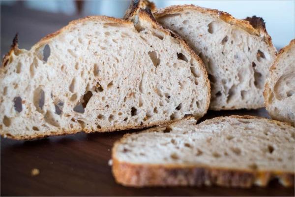 Pan de masa madre con alta (más) hidratación