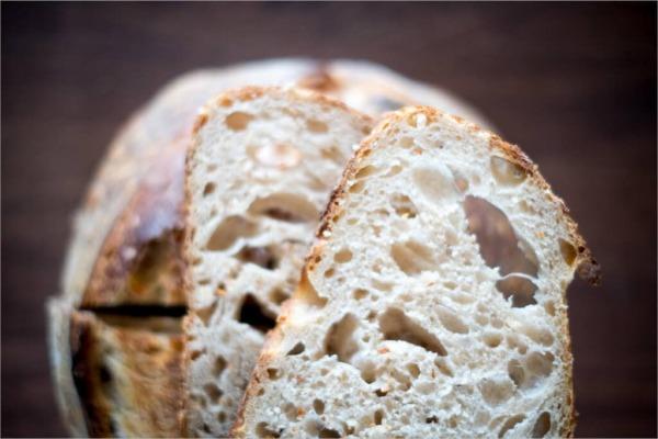 Pan de masa madre de alta (más) hidratación