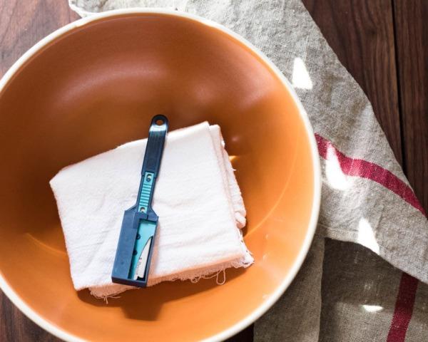 bol para mezclar y pan cojo