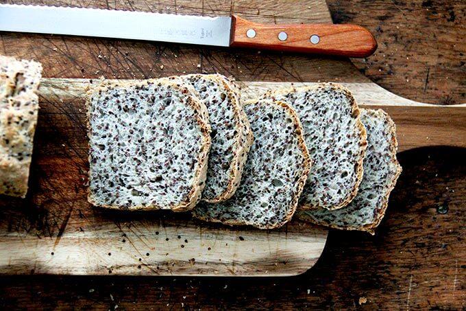 Pan tostado de quinua y lino.
