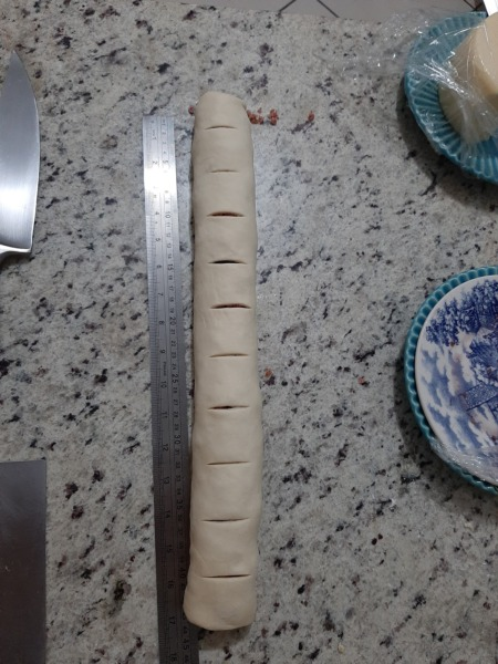 cortar el pan relleno